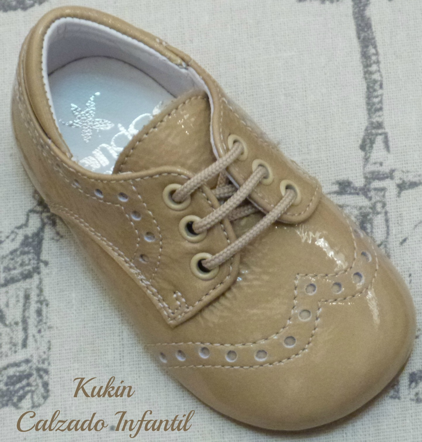 zapatos niño charol camel