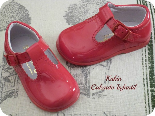 calzado infantil rojo